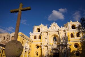 Guatemala-Antigua-eglise-La-Merced