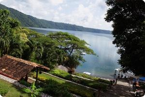 Nicaragua  - la lagune d'Apoyo depuis le Monkey Hut